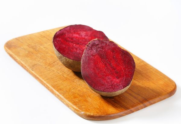 Fresh beetroots on cutting board, Image: 193427124, License: Rights-managed, Restrictions: , Model Release: no, Credit line: Profimedia, Digifoodstock