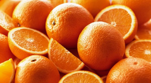 Orange, Citrus sinensis, Several whole fruits, with halves and quarters grouped together., Image: 217947376, License: Rights-managed, Restrictions: , Model Release: no, Credit line: Profimedia, Flowerphotos