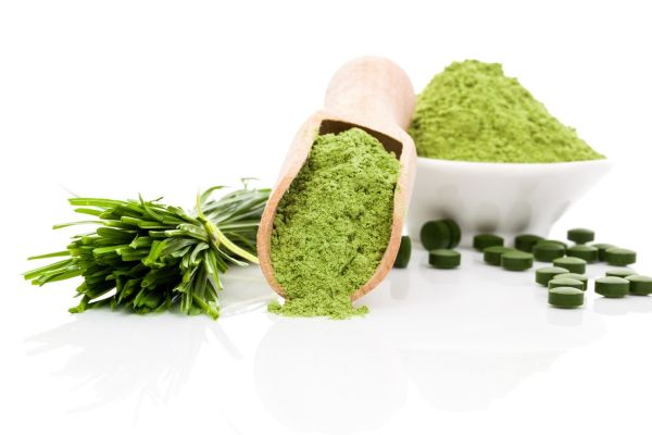 Spirulina; chlorella and wheatgrass. Green food supplement. Green pills; wheatgrass blades and ground powder isolated on white background. Healthy lifestyle., Image: 191050582, License: Rights-managed, Restrictions: , Model Release: no, Credit line: Profimedia, Martina Kováčová - com.ilustracni