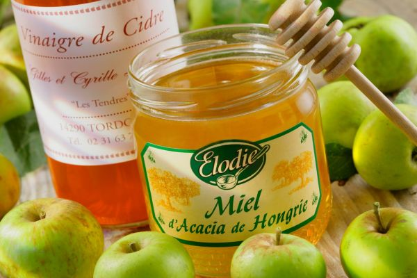 Apple cider vinegar and honey., Image: 42297967, License: Rights-managed, Restrictions: , Model Release: no, Credit line: Profimedia, BSIP
