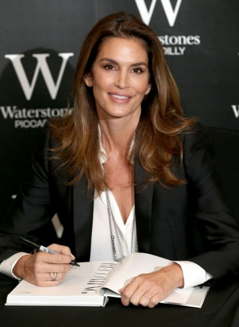 Cindy Crawford signs copies of her new book 'Becoming', at Waterstones, London, Britain, Image: 260830644, License: Rights-managed, Restrictions: WORLD RIGHTS - Fee Payable Upon Reproduction - For queries contact Photoshot - sales@photoshot.com  London: +44 (0) 20 7421 6000  Florida: +1 239 689 1883  Berlin: +49 (0) 30 76 212 251, Model Release: no, Credit line: Profimedia, Uppa entertainment