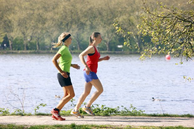 Two recreational runners, young women, 25-30 years, jogging on a lakeside path, Image: 146832686, License: Rights-managed, Restrictions: MR_Yes, PR_No, Model Release: yes, Credit line: Profimedia, imageBROKER