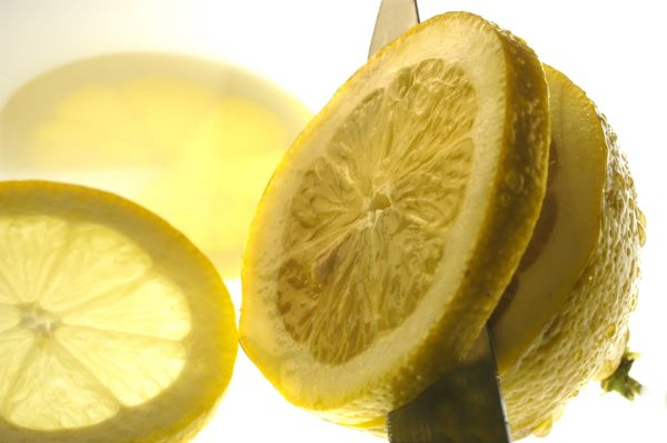 Cutting a juicy lemon in slices, Image: 279936224, License: Royalty-free, Restrictions: , Model Release: no, Credit line: Profimedia, imageBROKER