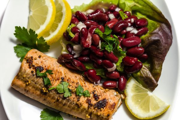 37908327 - salmon fillet grilled with bean salad, lemon and parsley