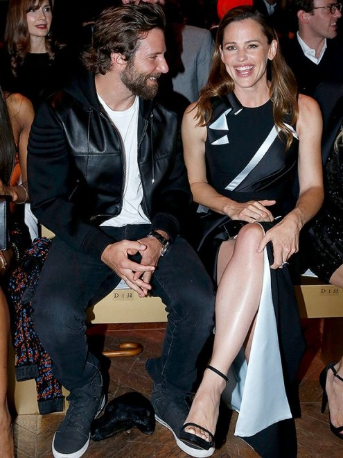 PARIS, FRANCE - JULY 03:  (L-R) Actors Bradley Cooper and Jennifer Garner attend the Atelier Versace Haute Couture Fall/Winter 2016-2017 show as part of Paris Fashion Week on July 3, 2016 in Paris, France.  (Photo by Bertrand Rindoff Petroff/Getty Images)