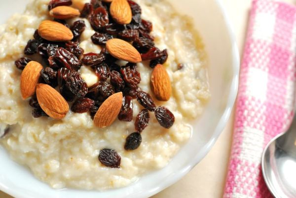 7775706 - top view of oatmeal topped with rasins and nuts for a nutritious and healthy breakfast. also for healthy lifestyle, diet and nutrition, and food and beverage concepts.
