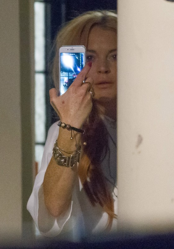 Lindsay Lohan story. Words by Jack Backwell.. Pictured: Lindsay Lohan out and about on Ennismore Gardens, South Kensington after walking out of Ennismore Gardens Mews. Jamie Lorriman mail@jamielorriman.co.uk www.jamielorriman.co.uk 07718 900288