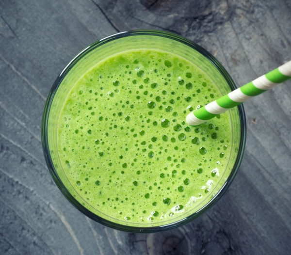 38917270 - green smoothie