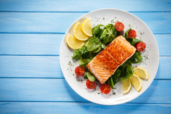 52493869 - grilled salmon and vegetables