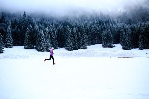 43899694 - sport, fitness inspiration and motivation. young happy woman cross country running in mountains on snow, winter day. female trail runner jogging exercising outdoors.