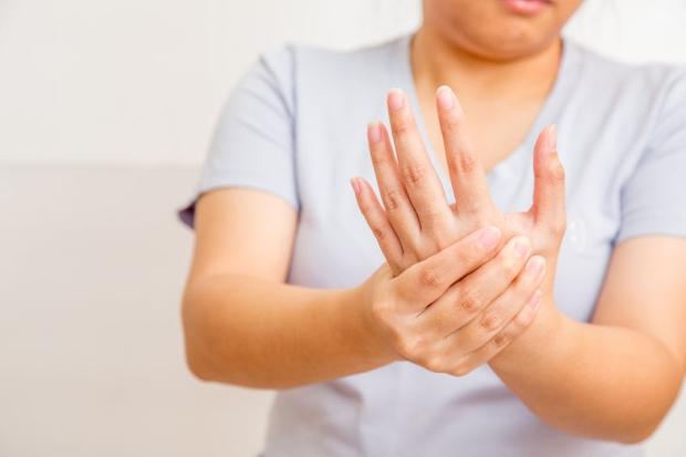 57261860 - acute pain in a women wrist