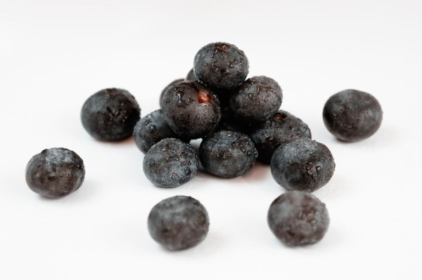 10534683 - acai, the small superfruit from the brazilian amazon, very rich in naturally nutrients and antioxidants.