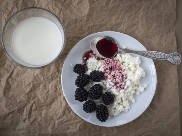 64885167 - breakfast: cottage cheese with blackberry and jam