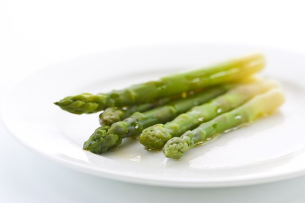 18879739 - prepared green asparagus on a plate