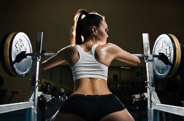 12638141 - sporty sexy woman in gym