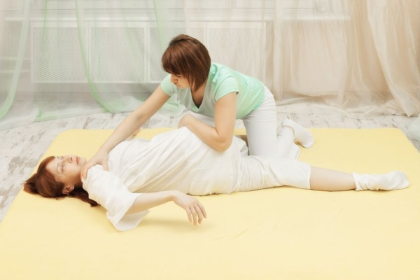 18653966 - masseur does yumeiho therapy to middle-aged caucasian woman