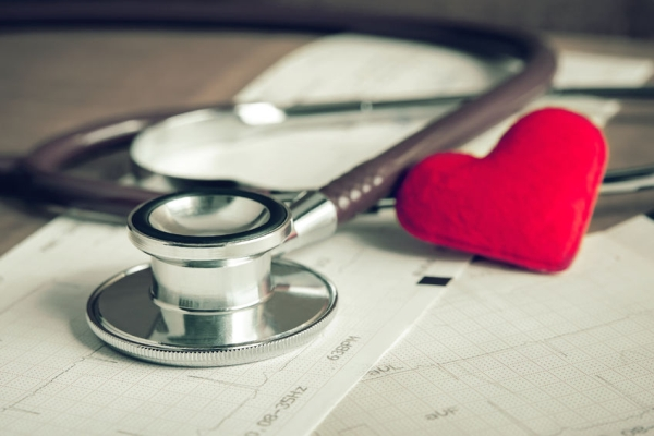 46621597 - stethoscope with heart and cardiogram