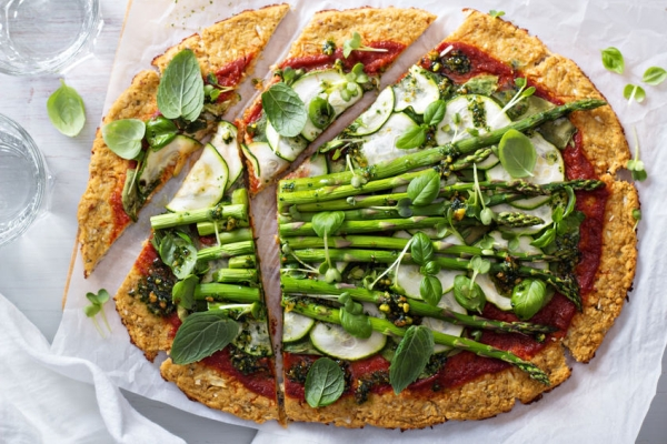 37633250 - cauliflower green pizza with spinach, zucchini and asparagus
