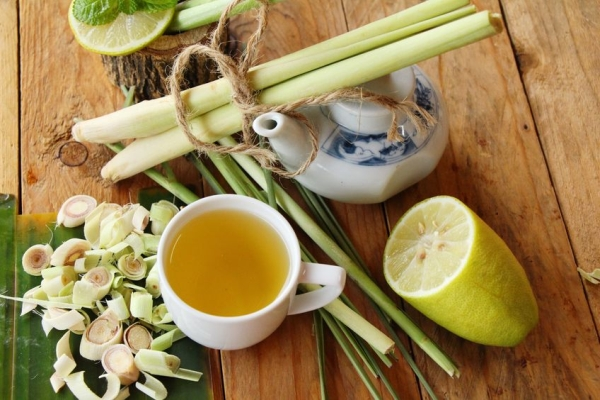 81039117 - lemongrass tea with sliced lemon for health