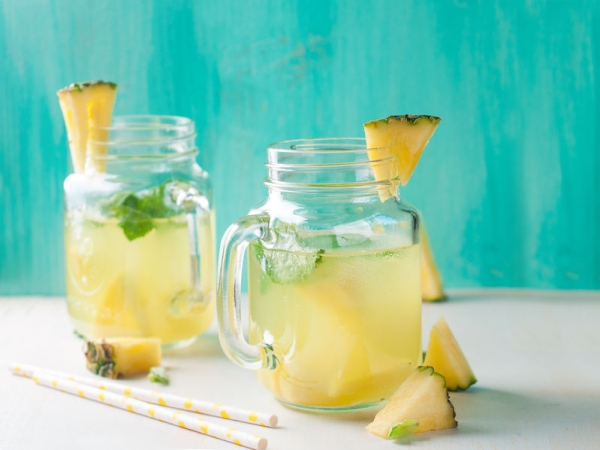 40565584 - pineapple lemonade with lemon and mint, selective focus
