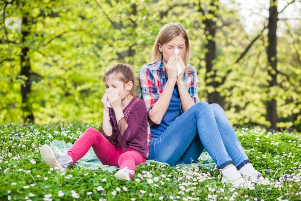 39167869 - two people with allergy symptom blow their noses