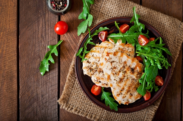 41158171 - chicken breast with fresh salad arugula and tomato