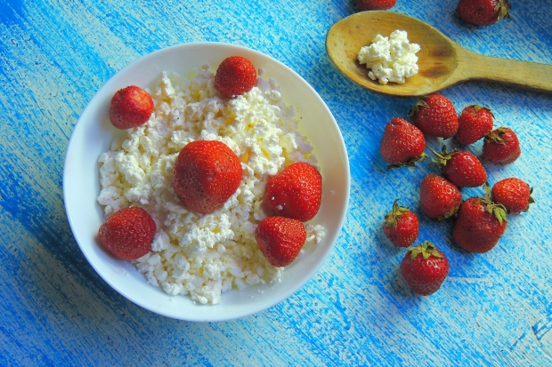 81360566 - dessert of cottage cheese with fresh strawberries