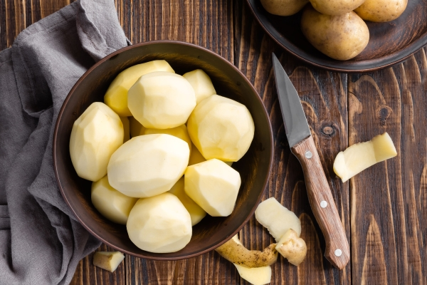 32012639 - peeled potatoes
